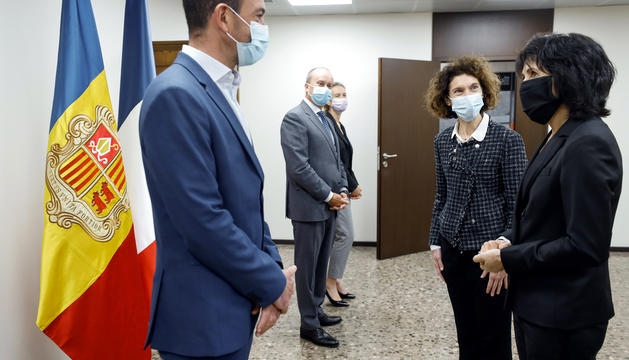 La nova prefecta de l'Arieja durant la trobada al país.
