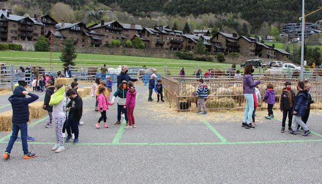 Les escoles visitant la fira.