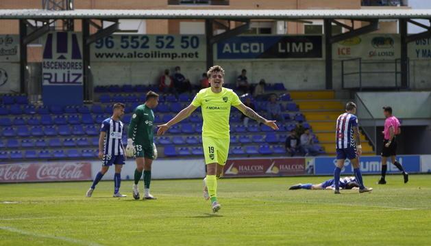 Pau Martínez celebra el primer gol del FC Andorra.