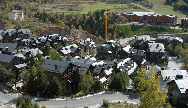 Vista aèria d'habitatges al Tarter, Canillo.