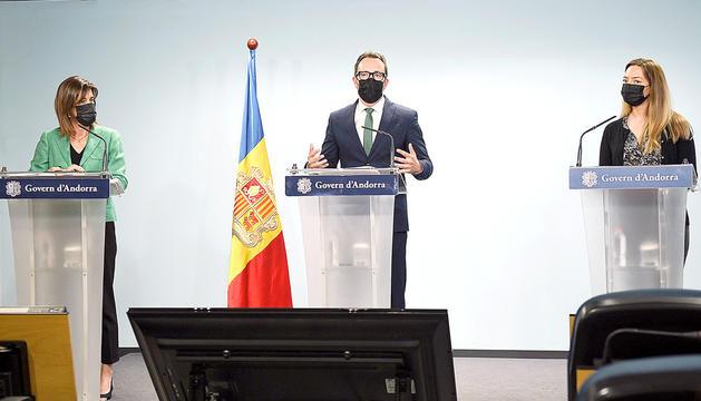 La ministra d'Educació, Ester Vilarrubla, i el ministre d'Afers Socials, Víctor Filloy.