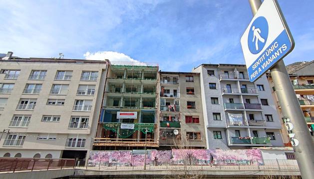 Edificis al centre d'Andorra la Vella.