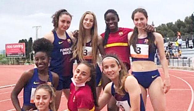 Carlota Málaga, a dalt a la dreta, amb les companyes d'equip.