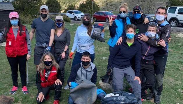 Un dels grups que va col·laborar en la iniciativa Clean Up Andorra.