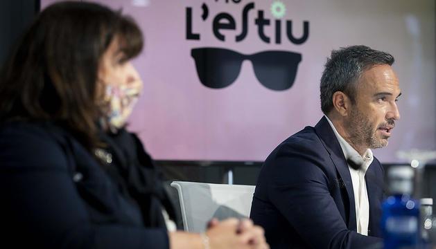 Meritxell Pujol, consellera de Social i Alain Cabanes, conseller d'Esports i de Joventut, durant la roda de premsa de presentació del programa 'Viu l'estiu 2021'
