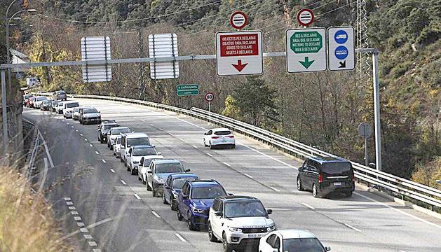 Vehicles aturats a la frontera.