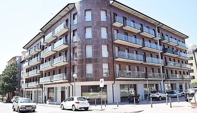 L'edifici on hi ha més d'una trentena d'habitatges ocupats a la Seu d'Urgell.