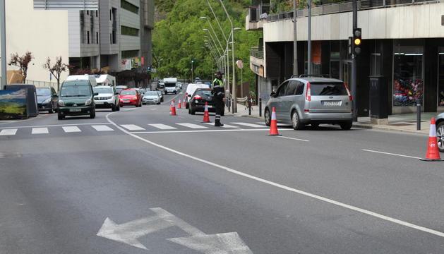 Mobilitat posa en marxa el doble carril a Sant Julià per descongestionar el trànsit