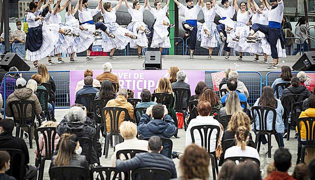 Un dels espectacles que es van veure a la plaça del Poble.