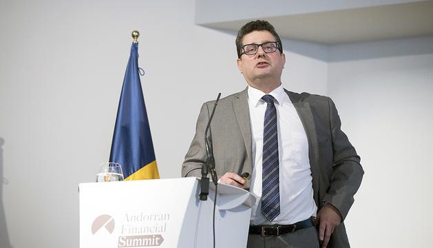 El cap de la Unitat d'Intel·ligència Financer, Carles Fiñana, en un acte institucional.
