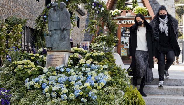 Les cònsols, amb la intervenció floral guanyadora