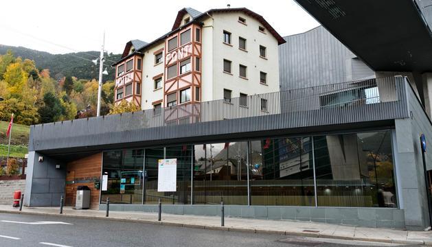 L'exterior de la biblioteca comunal de la Massana.