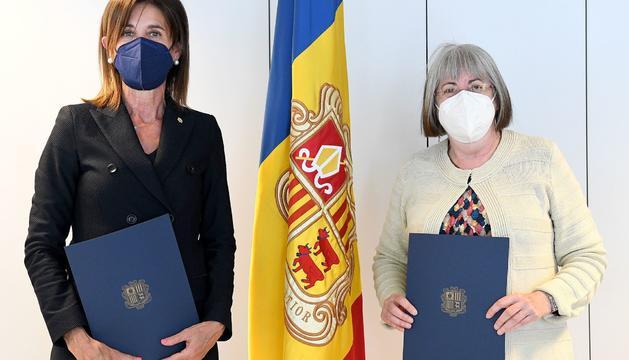 Ester Vilarrubla i Àngels Mach van signar ahir el nou conveni de la SAC