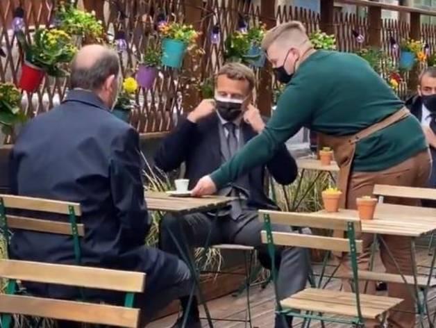 Macron i Castex prenen un cafè en la reobertura de les terrasses