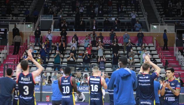Els jugadors del MoraBanc Andorra van agrair el suport de l'afició al final del partit.