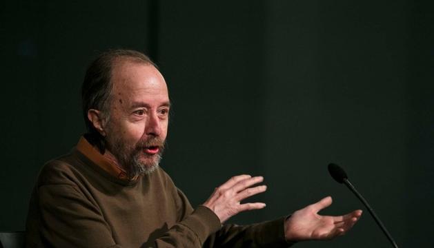 Pere Cavero en la presentació del llibre