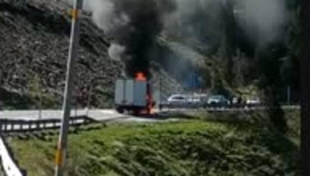Incendi d'un camió a Soldeu