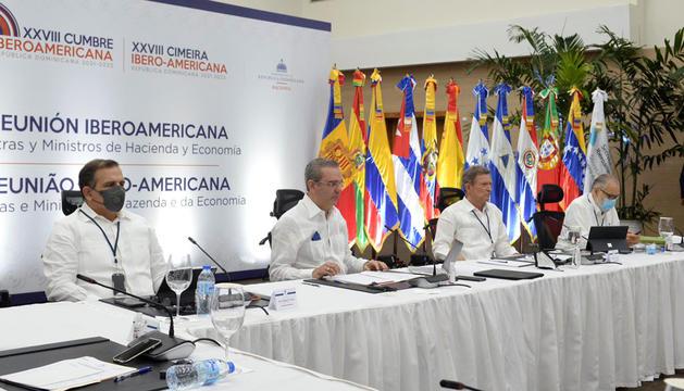 La reunió a Santo Domingo.