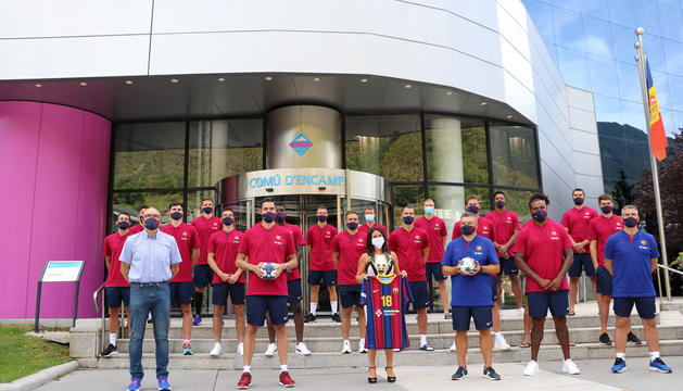 L'equip d'handbol, durant la rebuda l'estiu passat al comú d'Encamp.