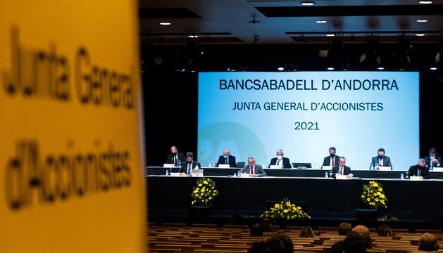 BancSabadell tranquil·litza els treballadors
