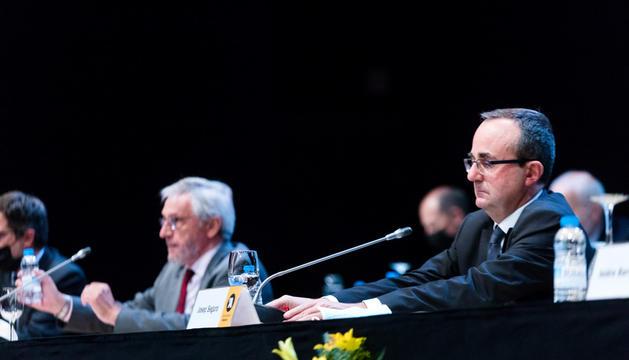 El president de BancSabadell d'Andorra, Miquel Alabern, i el director general, Josep Segura, durant la junta.