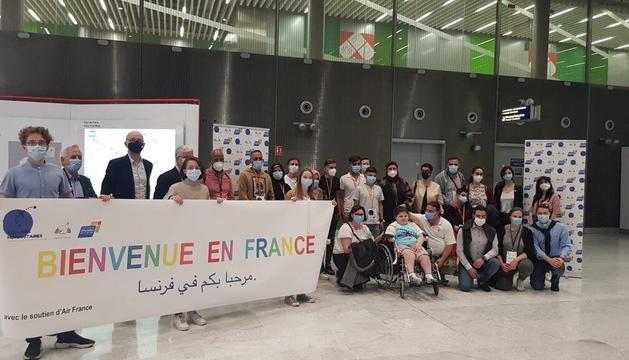 Arribada a París del grup de refugiats on està la famíila d'Andorra