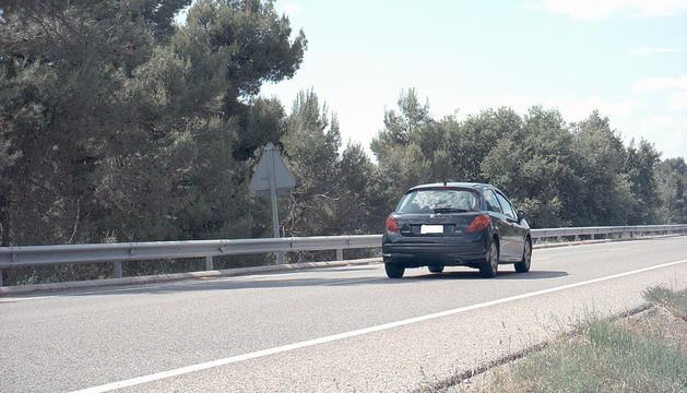 El cotxe 'caçat' doblant la velocitat permesa.