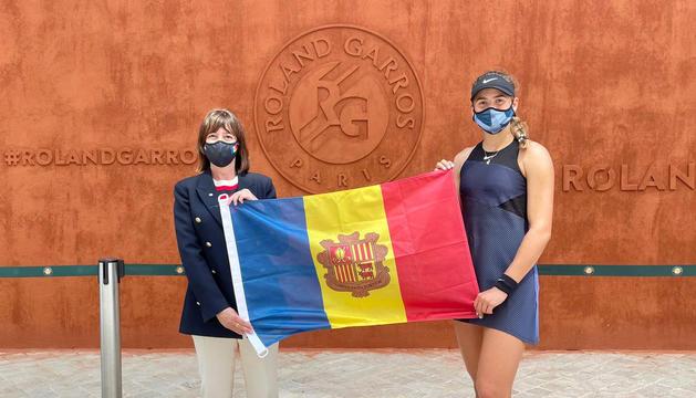 L'ambaixadora Eva Descarrega amb Vicky Jiménez.