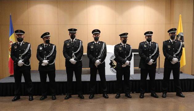 Set nous agents han jurat el càrrec
