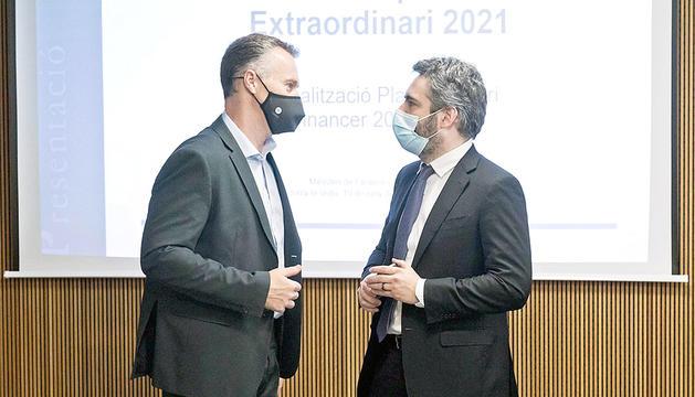 El president del grup liberal, Ferran Costa, i el ministre de Finances, Eric Jover.