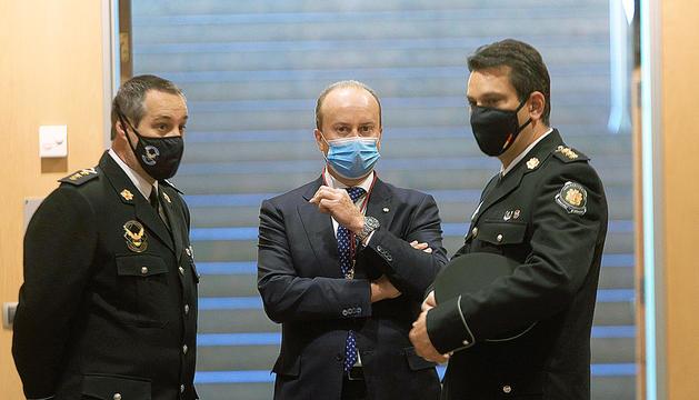 El ministre Josep Maria Rossell Pons i dos agents.