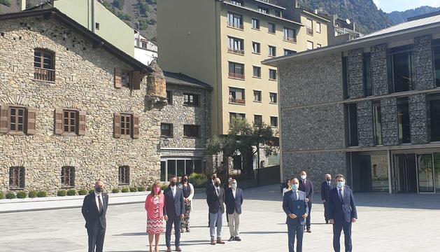 Signatura de l'Acord Institucional entre el Govern i els Comuns