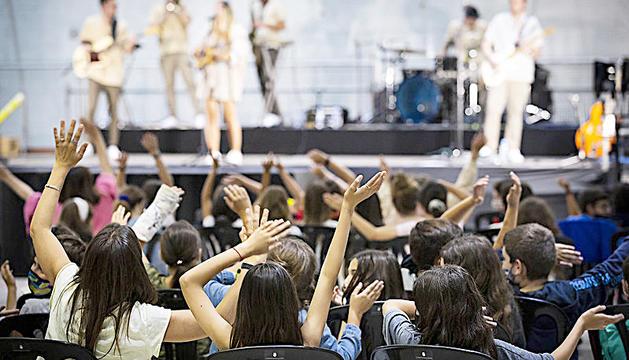 Prop de 300 nens al concert de Suu.