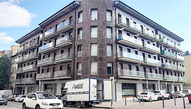 El bloc de pisos ocupats a la Seu d'Urgell.