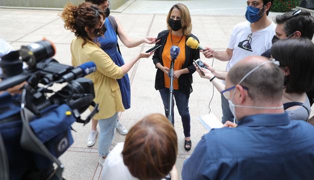 Rosa Gili parlant amb els mitjans aquesta tarda al Parc de la Mola
