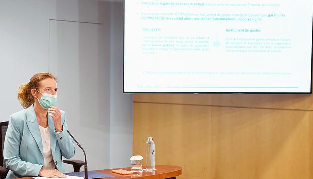 La ministra Sílvia Calvó presentant el projecte de llei.