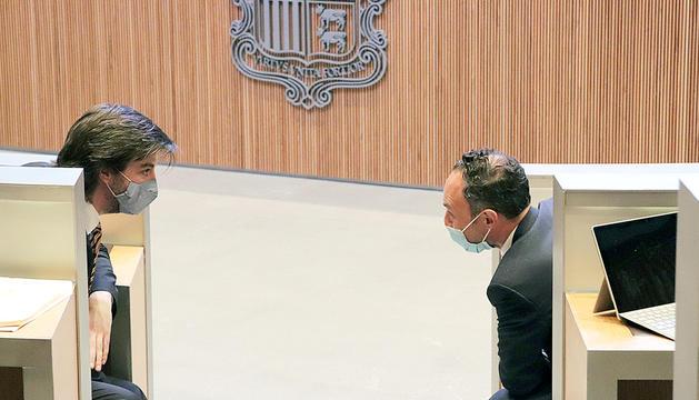 Carles Enseñat i Xavier Espot a l'hemicicle.