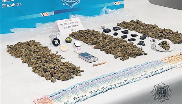 La droga que l'arrestat guardava al domicili.