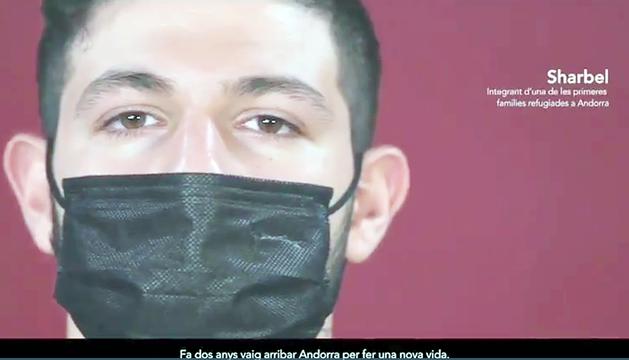 El sirià Sharbel, resident, participa en el vídeo.