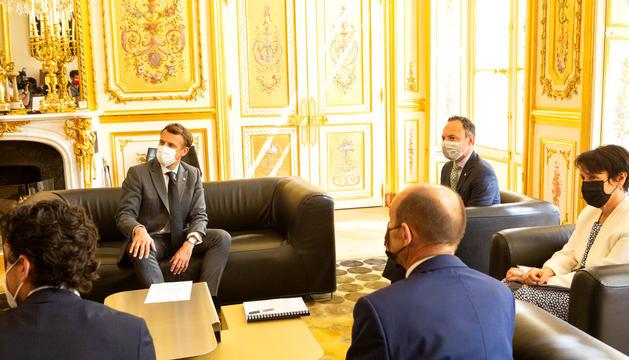 Espot i Macron aborden la pandèmia