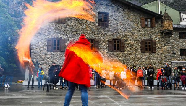 Les falles van tornar a cremar a la plaça del Consell General.