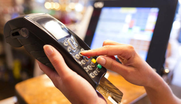 Un pagament amb targeta bancària.