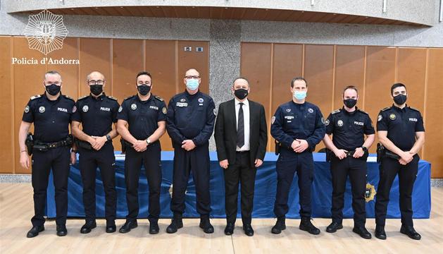 Els monitors de tir andorrans amb els policies francesos i el director del cos