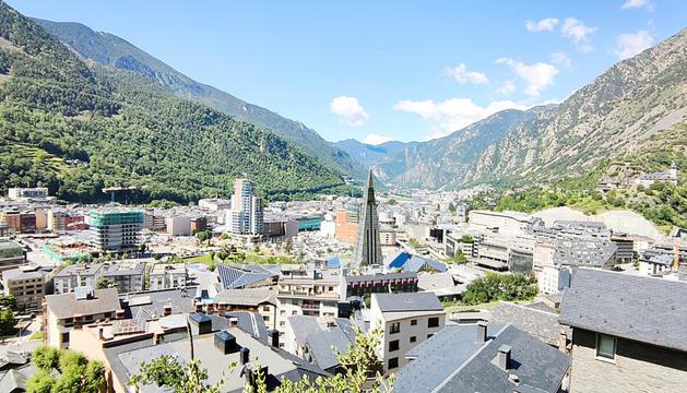L''skyline' d'Andorra la Vella i Escaldes-Engordany.