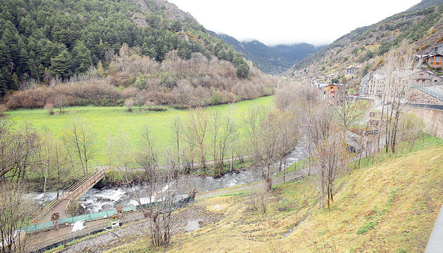Terrenys del Prat de la Farga d'Ordino on es construirà el laboratori de Grifols.