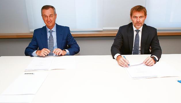 César González-Bueno i Lluís Alsina van signar l'acord ahir a Madrid.