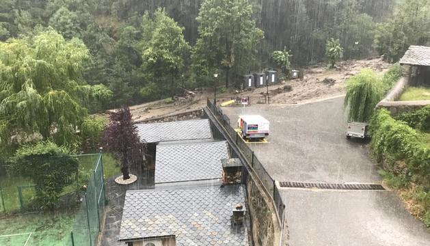 La carretera de Bixessari tallada per inundacions