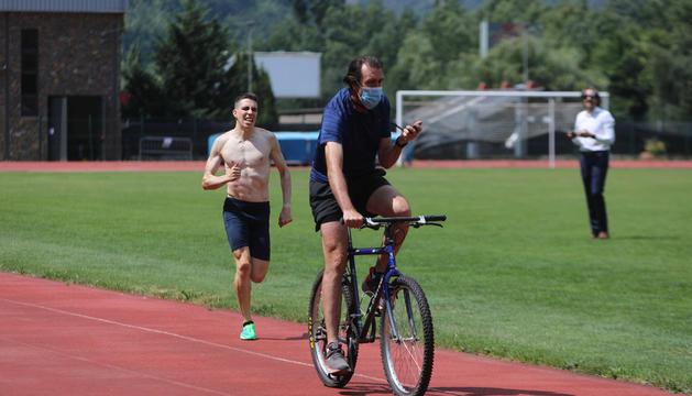 L'atleta del CAVA Pol Moya va fer ahir la darrera sessió de treball al Comunal abans de viatjar avui cap a Tòquio.