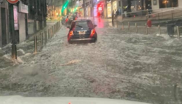 Inundacions ahir al carrer doctor mitjavila d'Andorra la Vella