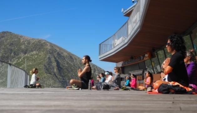 Sessió de ioga a l'aire lliure d'Encamp